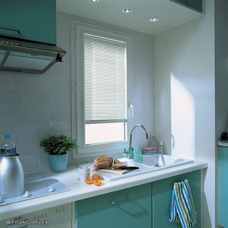 Fenêtre en pvc cuisine avec store intégré