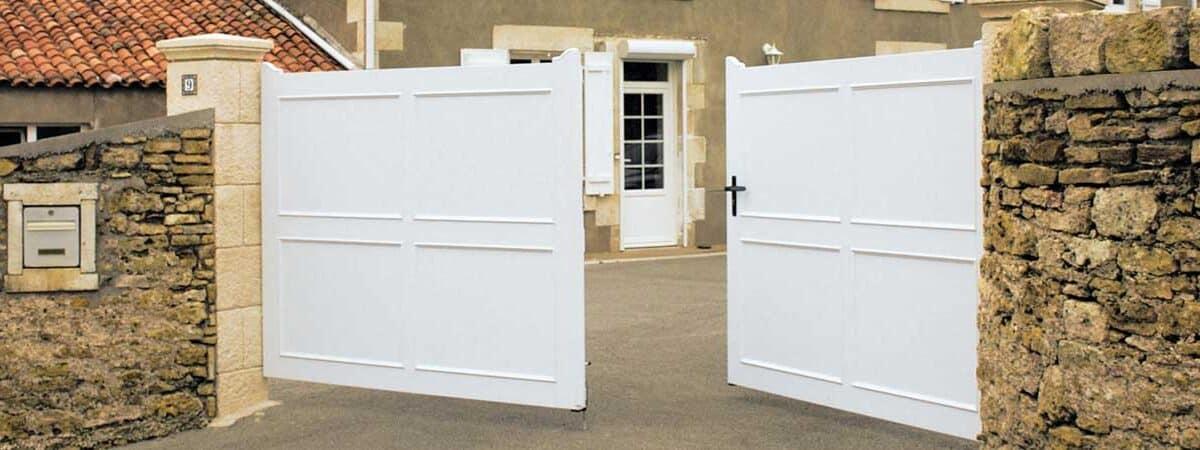 Pose portail en PVC