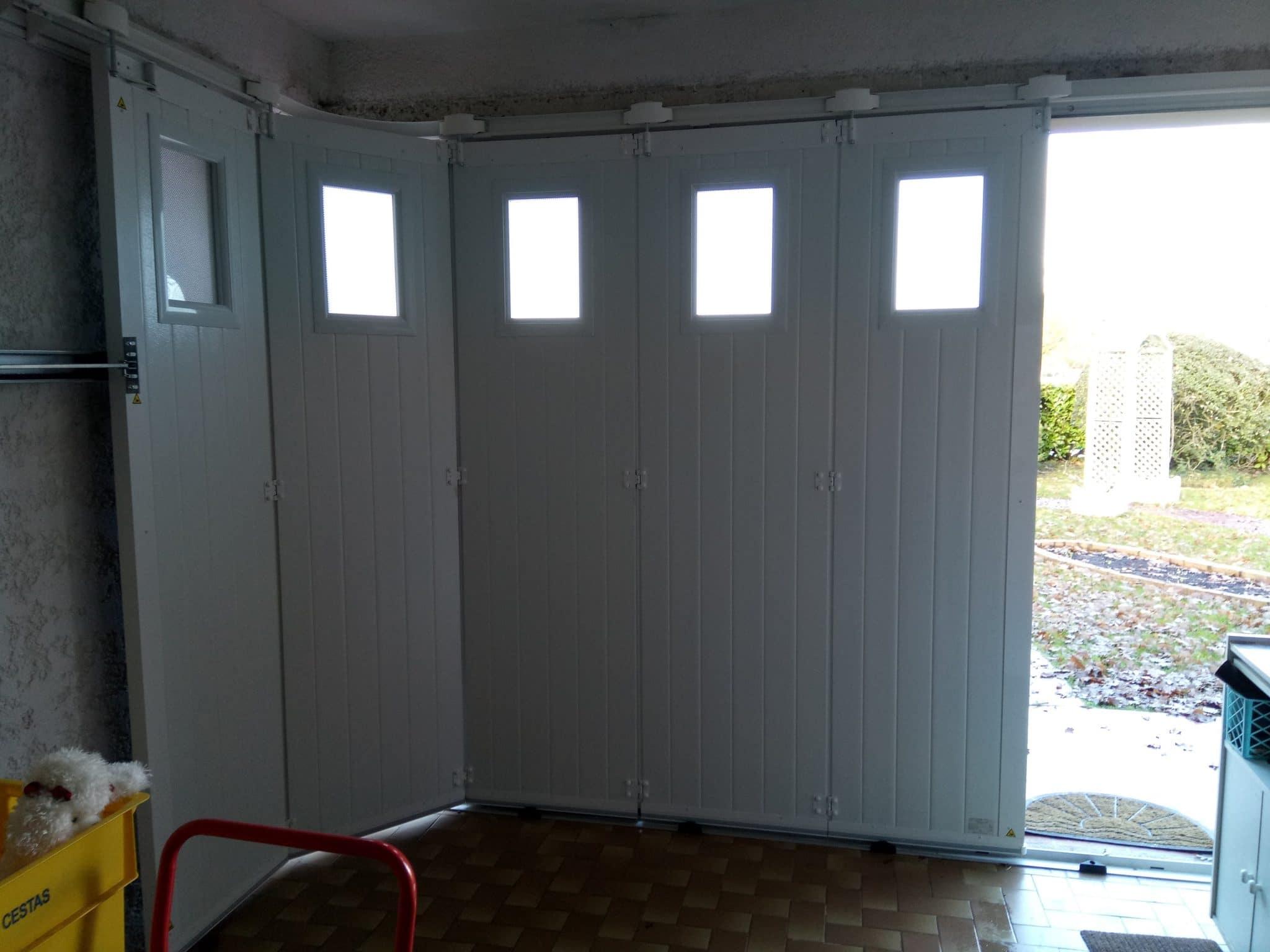 Porte de garage sectionnelle latérale en aluminium isolante motorisée